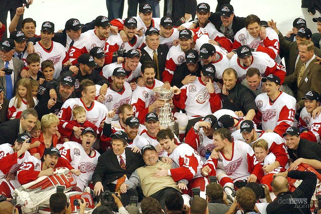 20020613stanleycupchampions.jpg